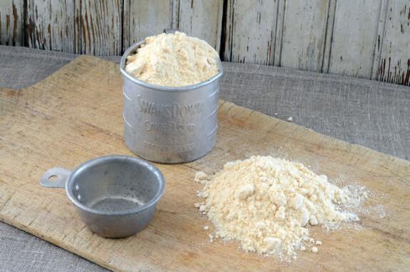 Coconut-Flour-575x381